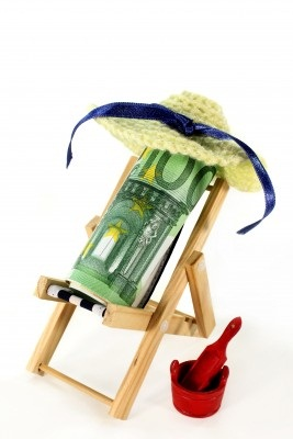 money-in-deckchair-123rf-115920262
